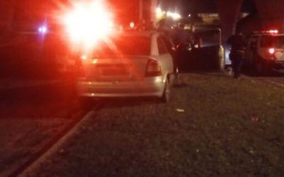 Carro com casal e criança é perseguido e atingido por tiros em Araçatuba